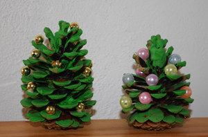 Weihnachtsbaum aus zapfen basteln for Mit tannenzapfen basteln
