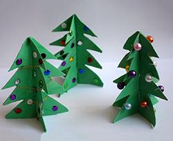 tannenbaum aus papprollen basteln christbaum basteln. Black Bedroom Furniture Sets. Home Design Ideas