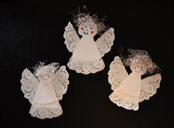 Engel aus tropfdeckchen basteln - Weihnachtsdekoration basteln mit kindern ...