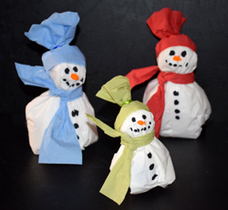 Schneemann aus servietten basteln for Winter basteln im kindergarten