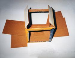 laterne aus einem karton basteln zu sankt martin. Black Bedroom Furniture Sets. Home Design Ideas